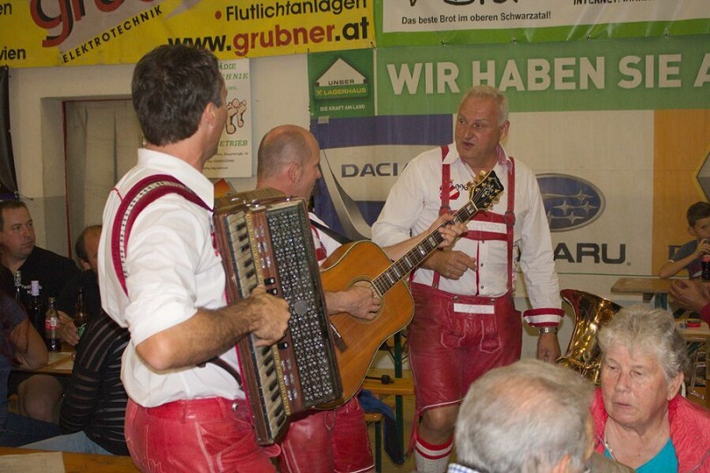 You are browsing images from the article: 18. Weinheuriger der FF Payerbach
