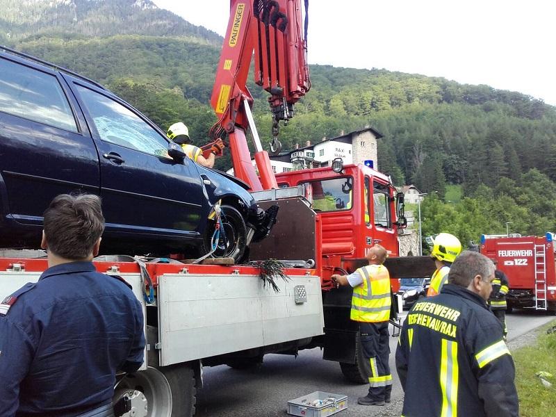 You are browsing images from the article: Schwerer Verkehrsunfall auf der B27 Höhe Raxseilbahn