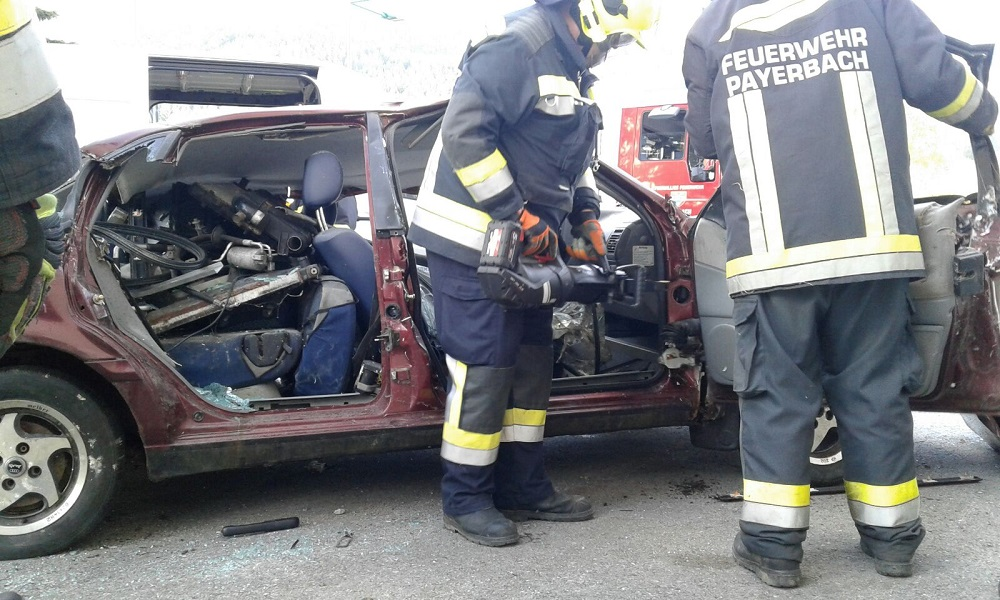 You are browsing images from the article: Fa. Weber stellt hydraulischen Rettungssatz vor