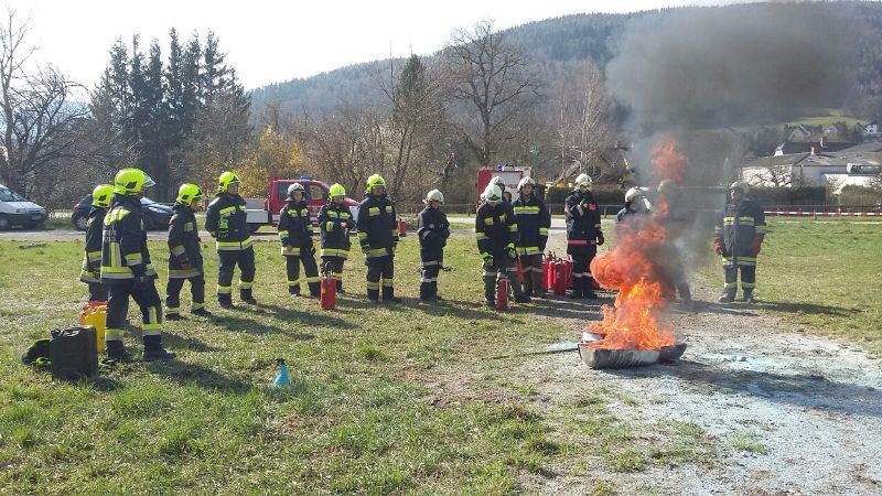 You are browsing images from the article: Grundausbildung bei der Feuerwehr Payerbach