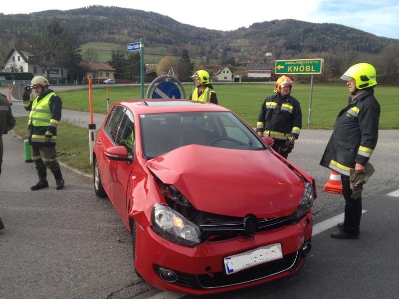 You are browsing images from the article: Verkehrsunfall auf der B-27, Kreuzung Küb