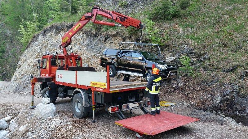 You are browsing images from the article: PKW Bergung im Höllental nahe Kienthalerhütte