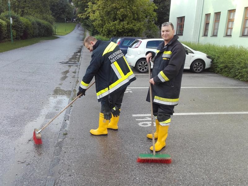 You are browsing images from the article: Technischer Einsatz: Unwettereinsatz Baurat Schneider Straße