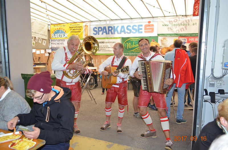 You are browsing images from the article: 19. Weinheuriger der FF Payerbach