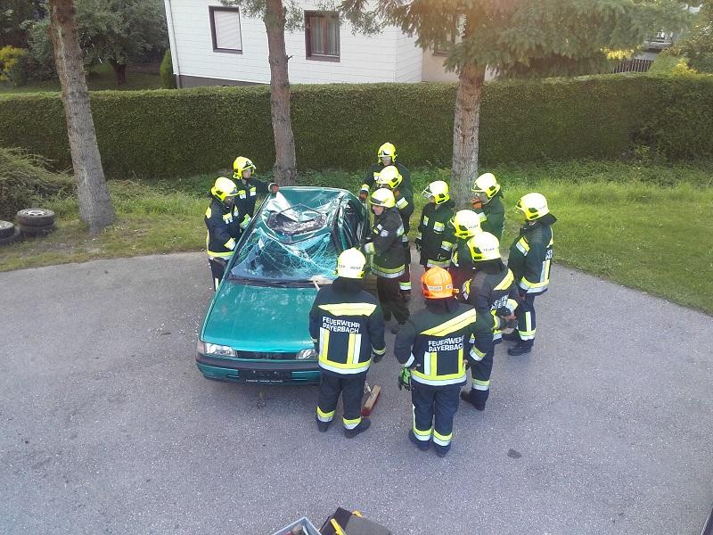 You are browsing images from the article: Einschulung und Übung des neuen hydr. Rettungssatzes