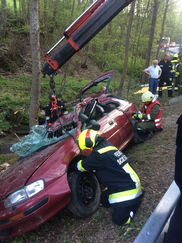You are browsing images from the article: Technische Übung: schwerer VU im Payerbachgraben