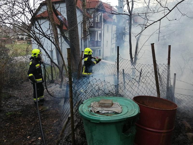 You are browsing images from the article: Flurbrand neben Schrebergarten