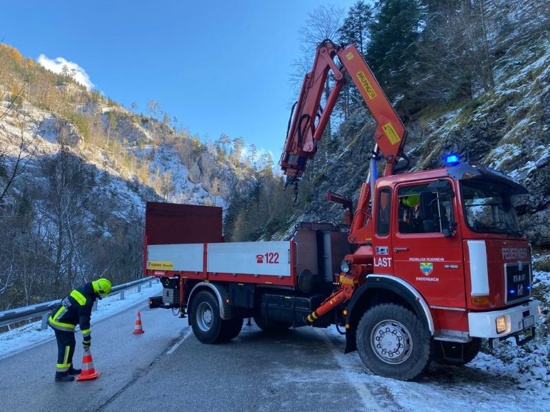 You are browsing images from the article: PKW-Bergung, B27 Höllental