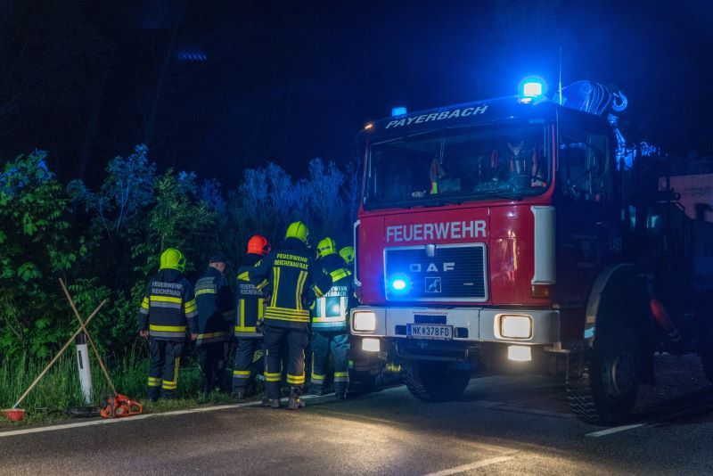 You are browsing images from the article: PKW-Bergung B 27 in Hirschwang
