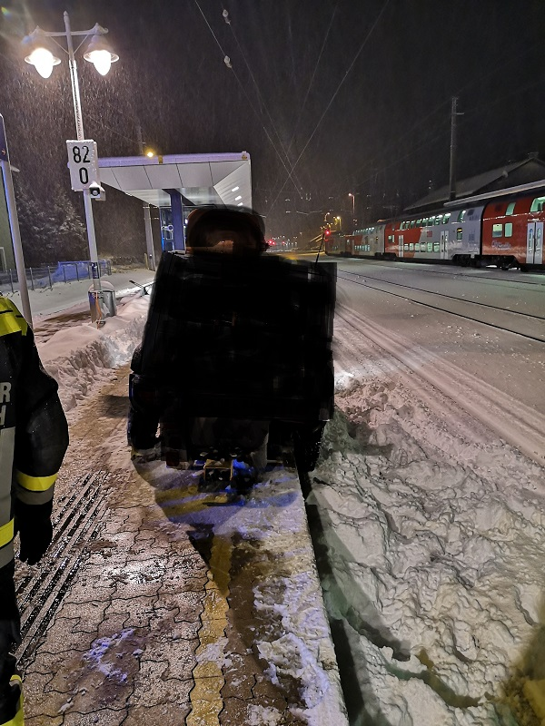 You are browsing images from the article: 2 Fahrzeugbergungen zugleich in Payerbach