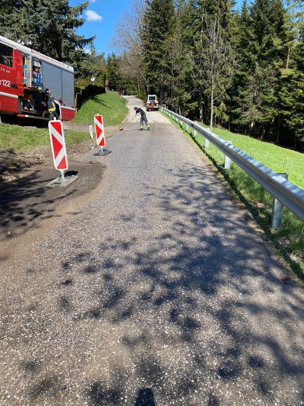 You are browsing images from the article: Straßenreinigung nach Wasserrohrbruch