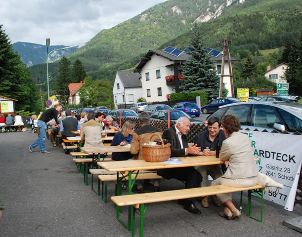 You are browsing images from the article: Weinheuriger der FF Payerbach 2012